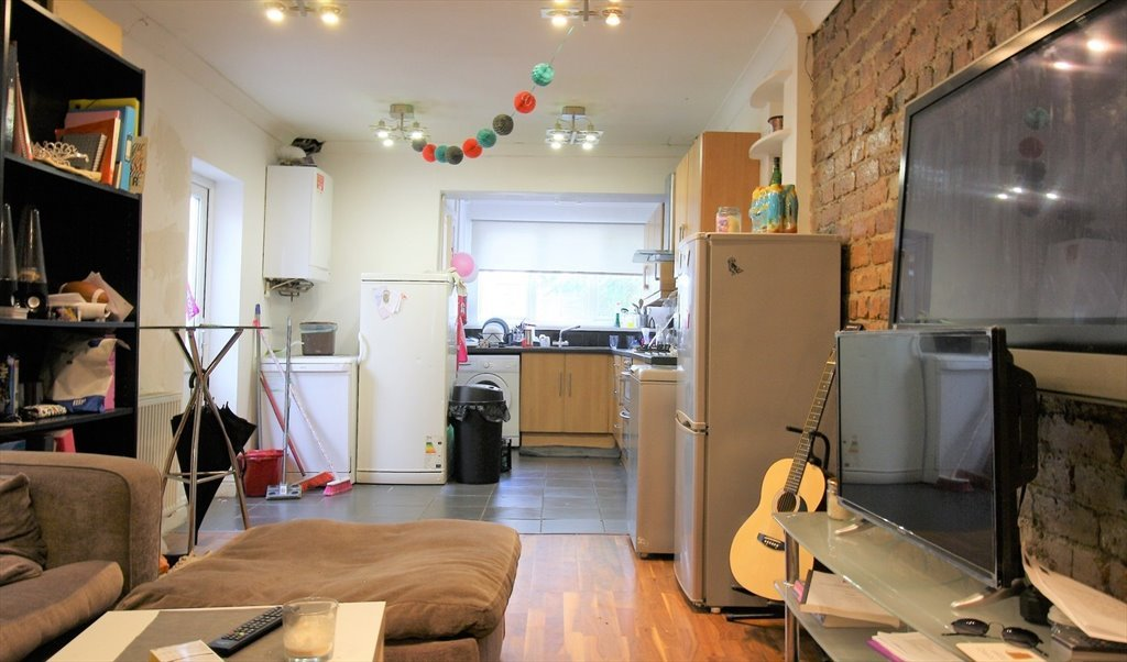 Room To Rent In Alfred Street Cardiff Short Term Lovely House