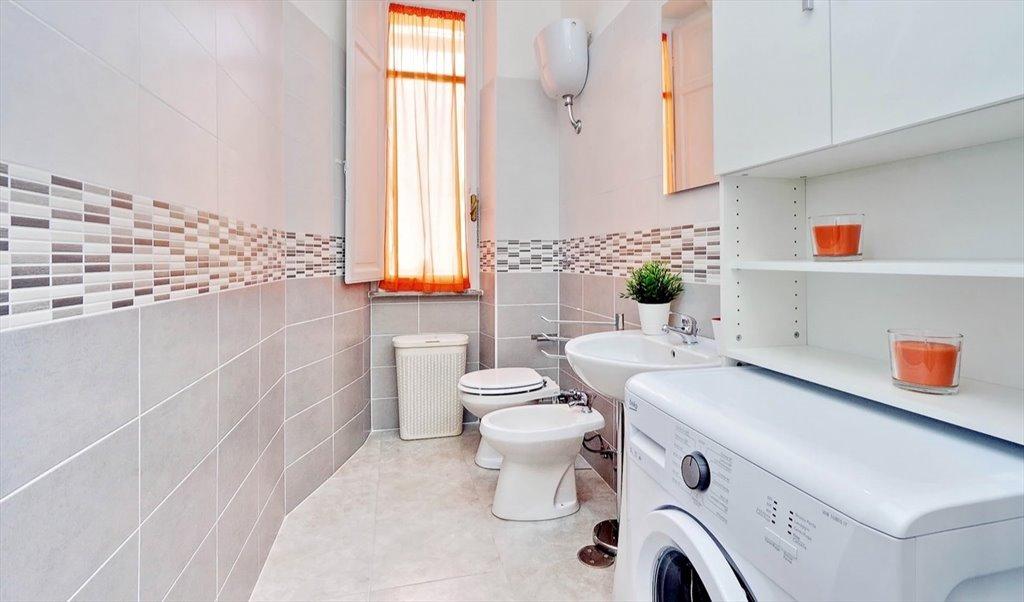 Stanze e posti letto in affitto via lucca roma stanza for Stanza studio roma