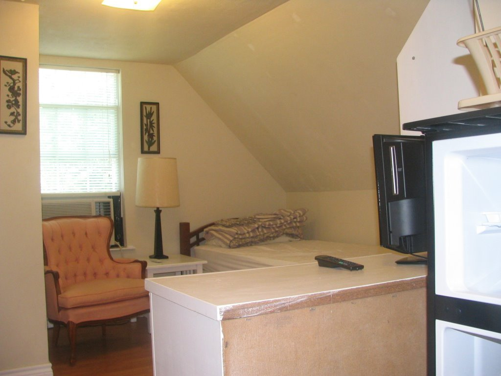 Room For Rent In West Park Row Drive West Arlington Furnished