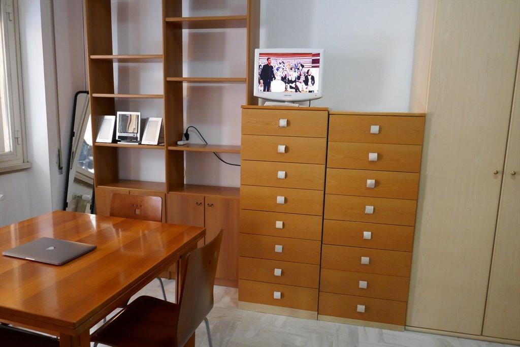 Stanze e posti letto in affitto via lucio calpurnio for Affitto a ore roma