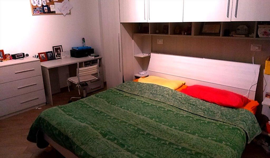 Camera Matrimoniale Per Uso Singolo.Stanze E Posti Letto In Affitto Via Antonio Roiti Roma Camera