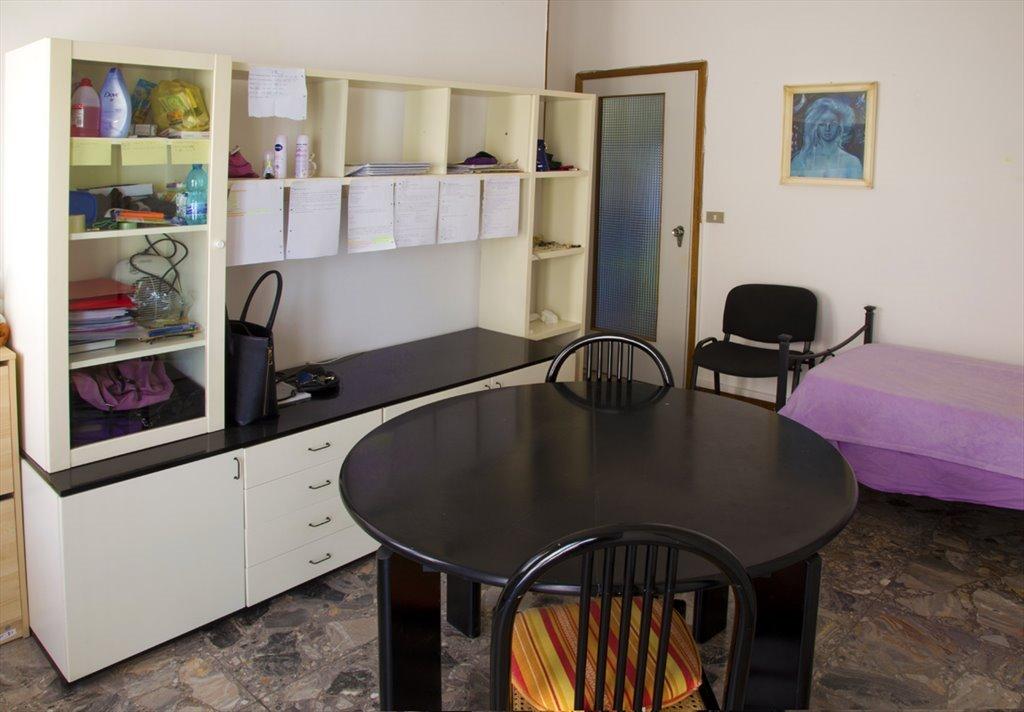Stanze e posti letto in affitto via stanislao cannizzaro for Case arredate in affitto molfetta