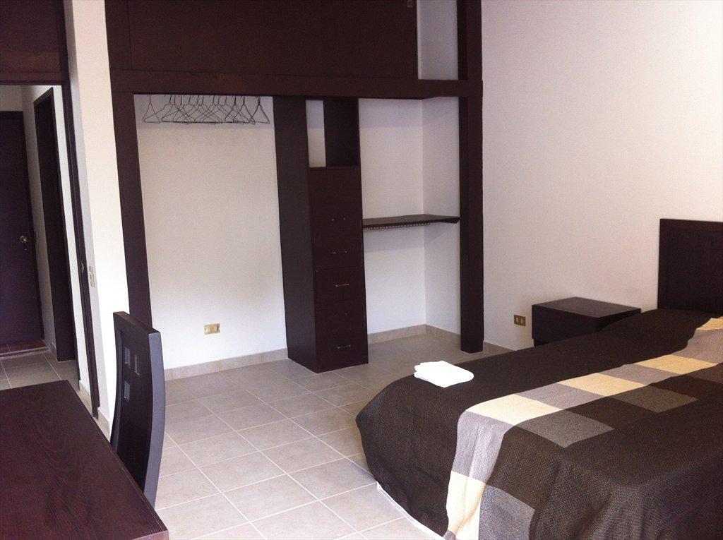 Cuartos para estudiantes y jóvenes profesionistas, accommodation for  students and young professional - Calle Tezozomoc, Ciudad del Sol | Roomgo  - ...