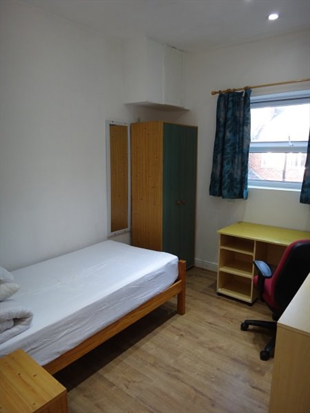 Room to rent in Holland Road, Sheffield - ROOMS AVAILABLE TO RENT ...