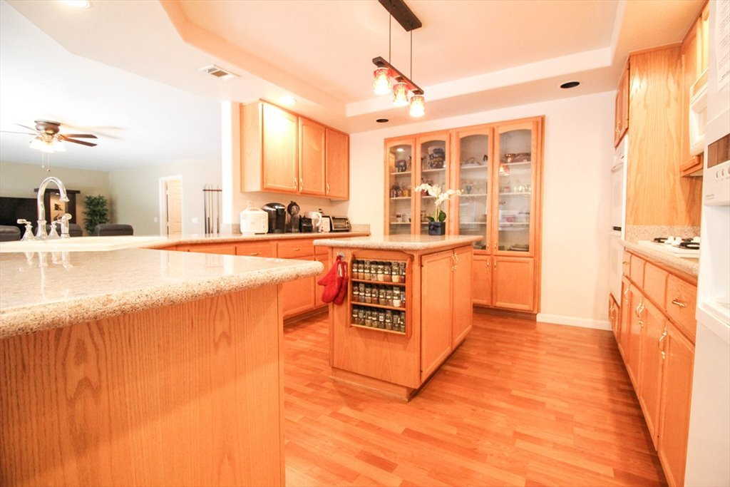 Room For Rent In Teal Lake Court Las Vegas Furnished Master - Rooms for rent with private bathroom and kitchen