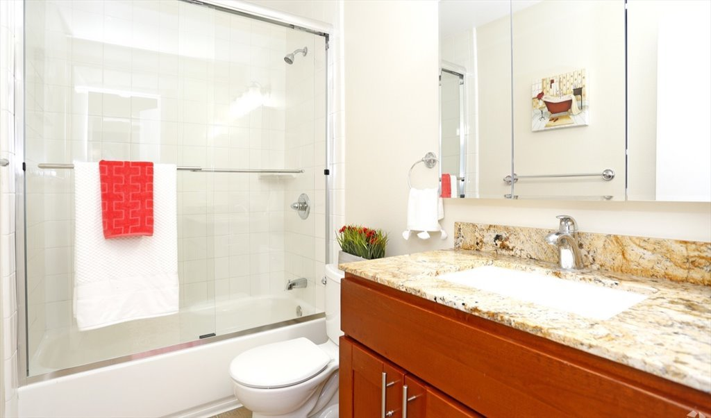 Room For Rent In Meridian Avenue Avis Cherry Great Private Room - Rooms for rent in nyc with private bathroom