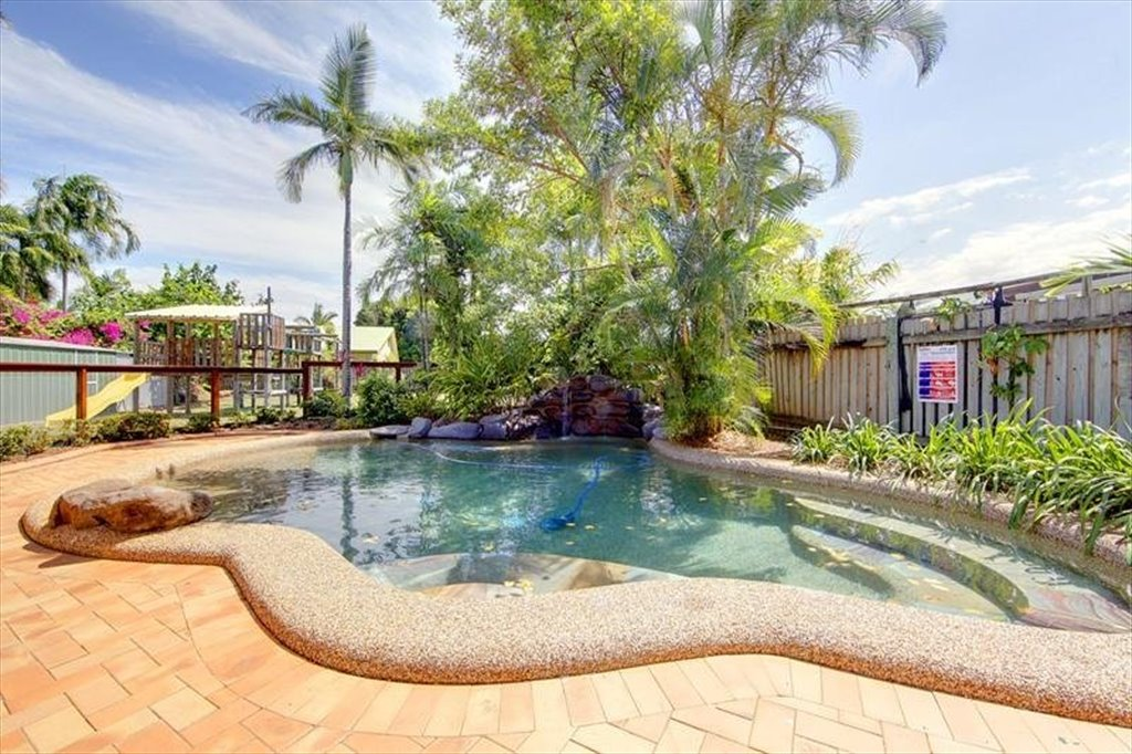 Room to rent in Alfred Street, Aitkenvale - 5 mins walking to Stockland,  double room for rent - $150