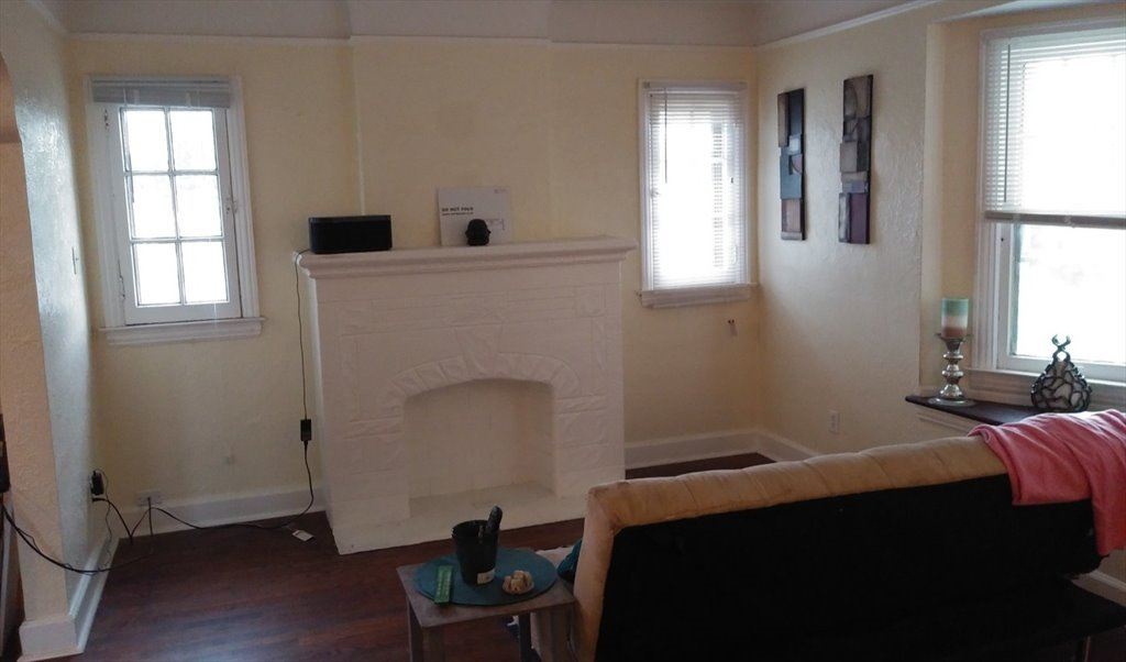 Room For Rent In Freeland Street Detroit Student Looking For A