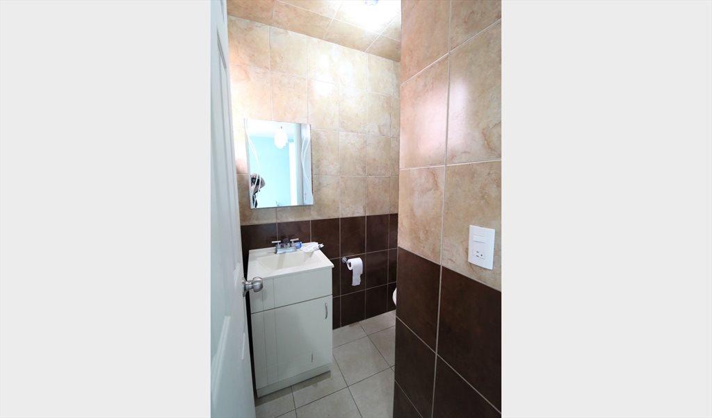 Cuarto amueblado con baño propio frente al Tec de ...